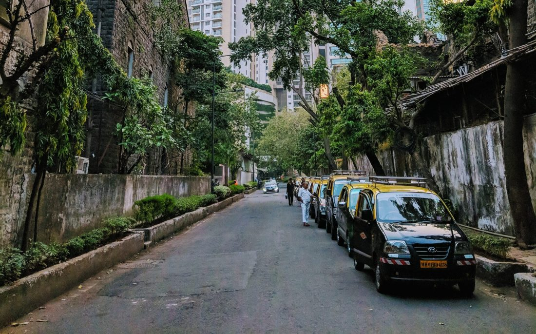 Mumbai taxis lining up